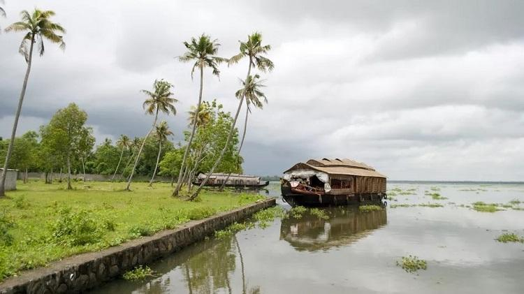 Kerala has two rainy seasons, the first starts in June and the second in mid-October and finally ends around mid-November.