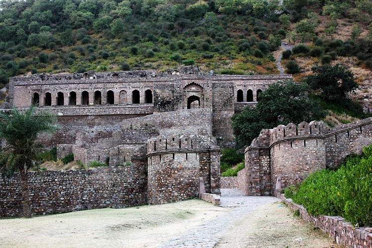Explore the Famously Haunted Bhangarh Fort